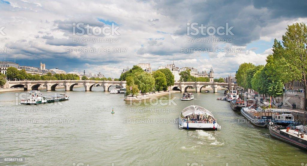 Paria - Seine, Ponte Nuef and ships stock photo