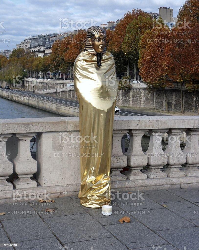 Parigi - Artista di strada a Pont au Change stock photo