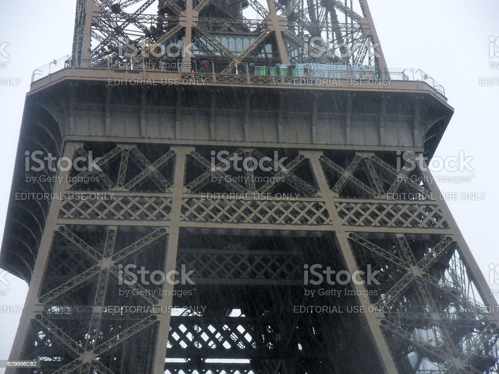 Parigi - Particolare della Torre Eiffel dalla Senna stock photo