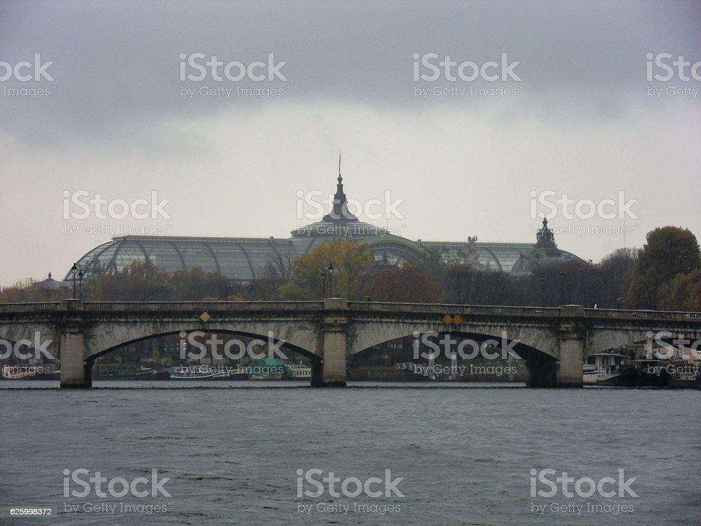 Parigi – Pont de la Concorde dalla Senna stock photo