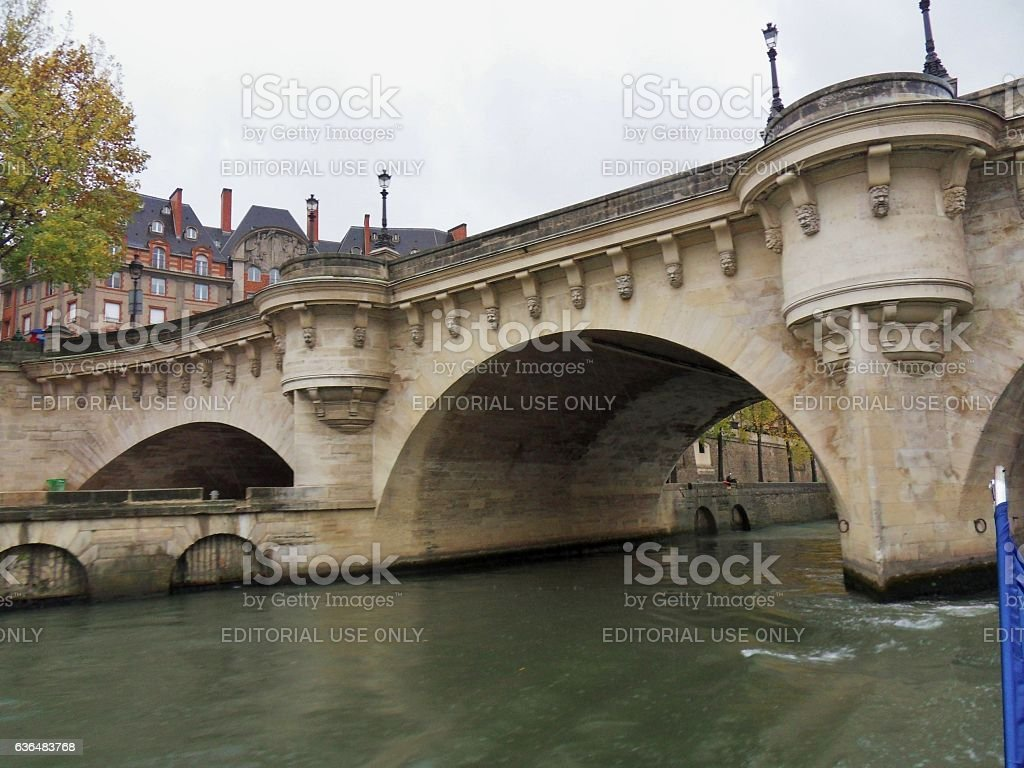 Parigi – Scorcio del Ponte Neuf dalla Senna stock photo