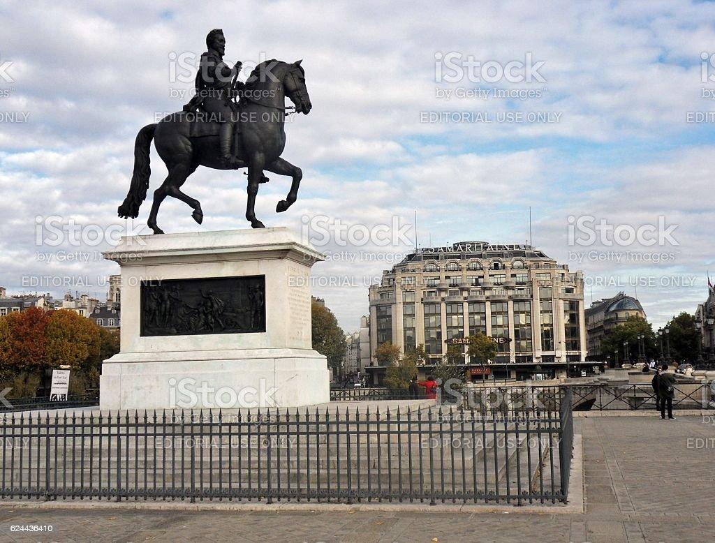 Parigi - Statua equestre di Enrico IV su Pont Neuf stock photo