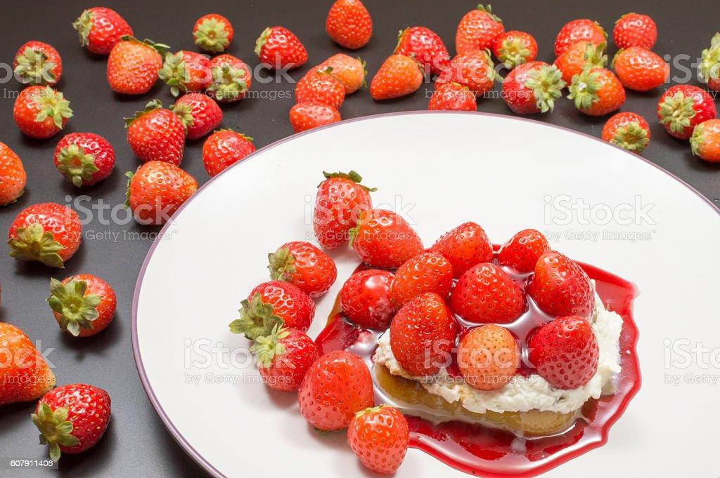 pastel con fresas photo libre de droits