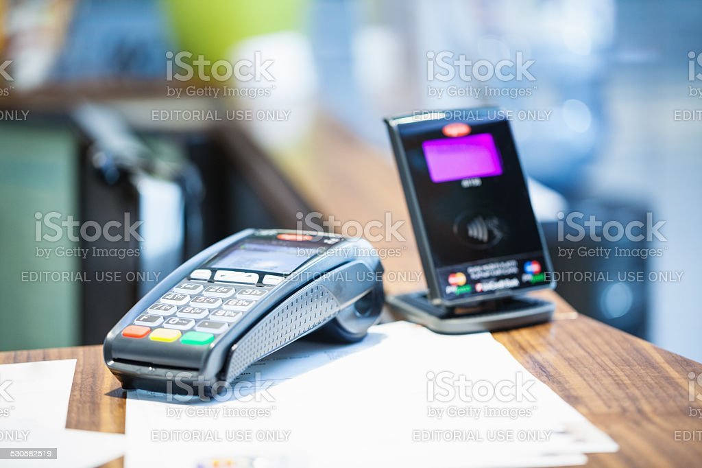 Credit card payment terminal with contactless payment device in...