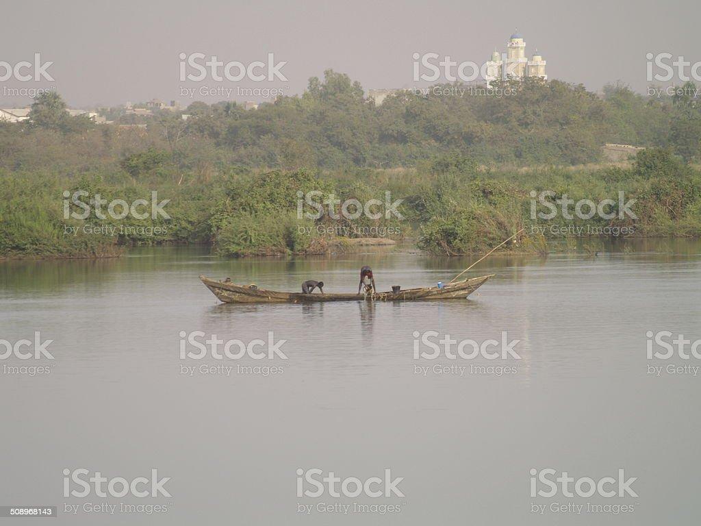 Pêcheurs sur le fleuve Niger stock photo