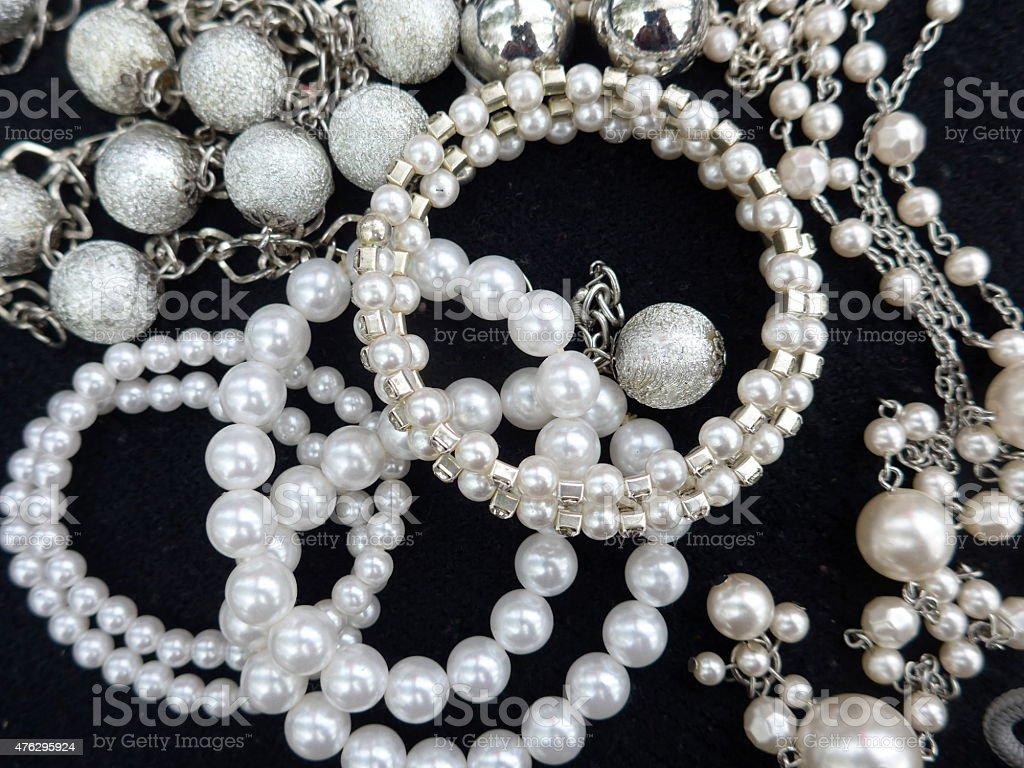 Perlenketten und Armbänder foto de stock libre de derechos