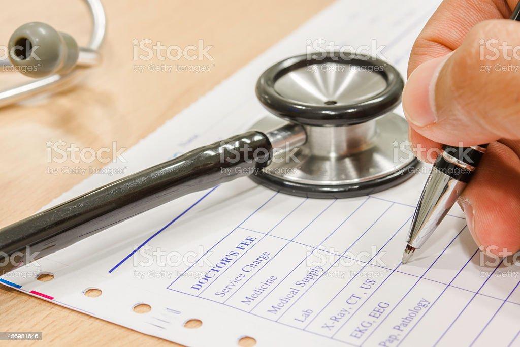Stift und Stethoskop auf Verschreiben Lizenzfreies stock-foto