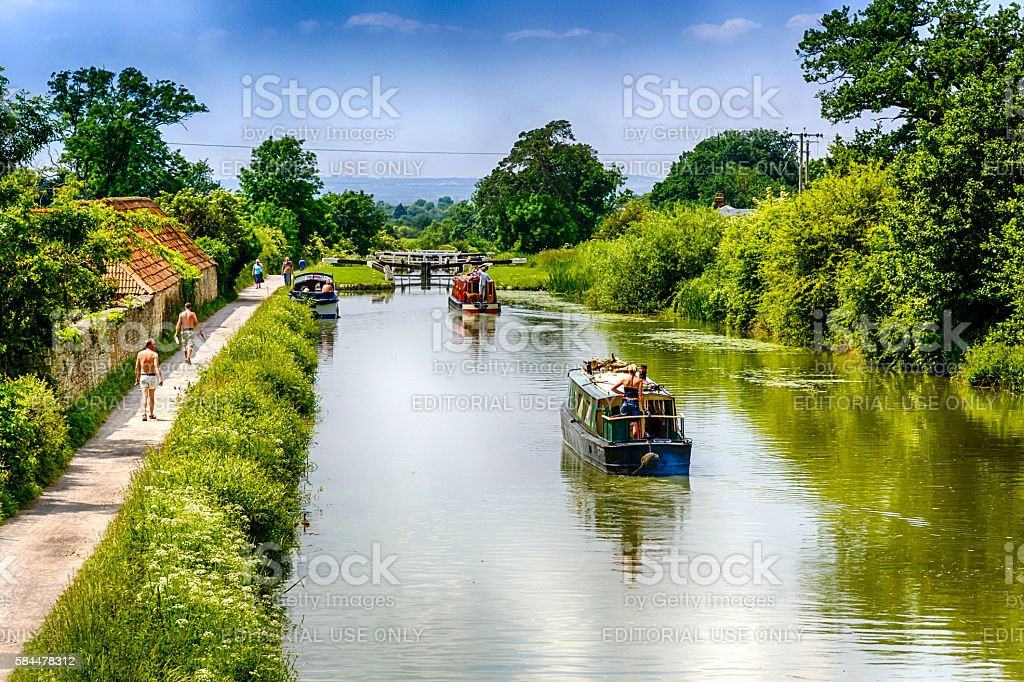 People and Narrowboats on the kennet & Avon canal, Devizes stock photo
