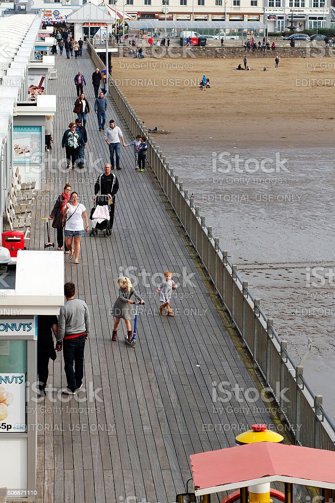 Persone di Weston-Super-Mare al Grand Pier foto stock royalty-free