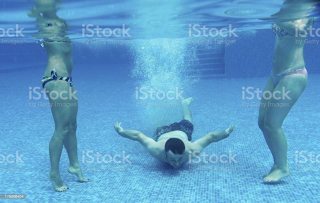 people underwater royalty-free stock photo