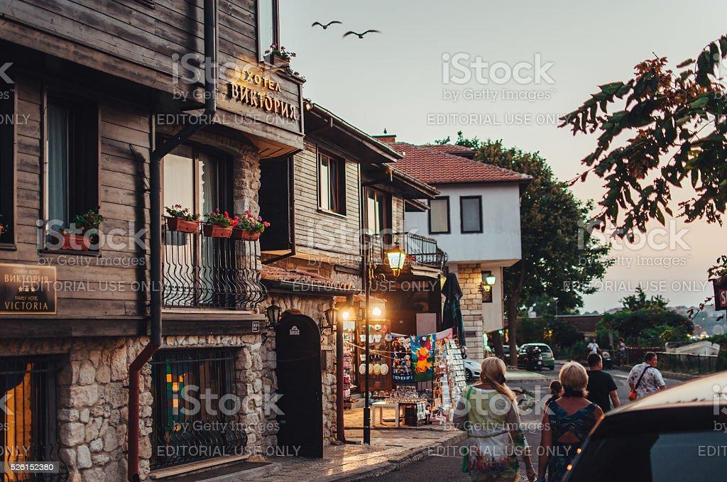 Человек, пешком в Старом городе Несебр. стоковое фото
