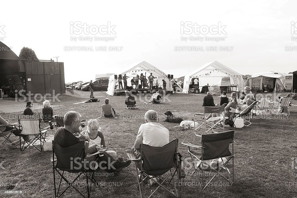 Persone guardare un Gig nel Gloucestershire foto stock royalty-free