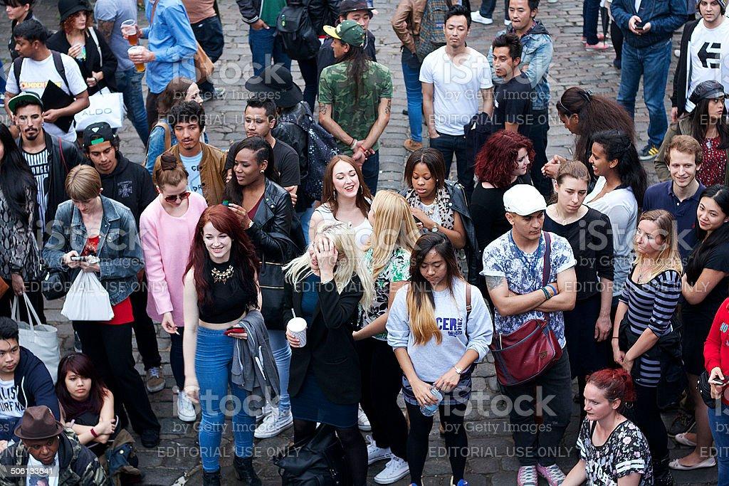 Persone guardare ballerini di Camden foto stock royalty-free