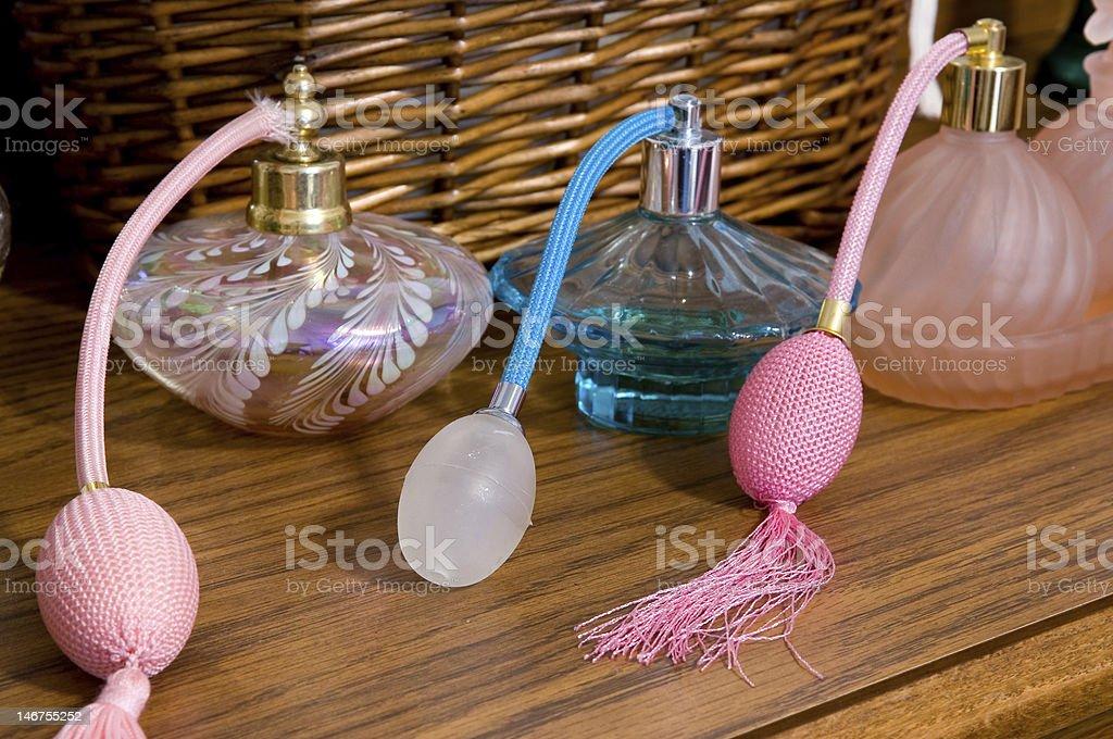 Perfume Sprayers A uma penteadeira foto royalty-free