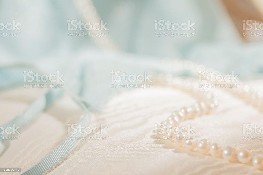 Perles, soie et dentelle, Bleu sérénité stock photo