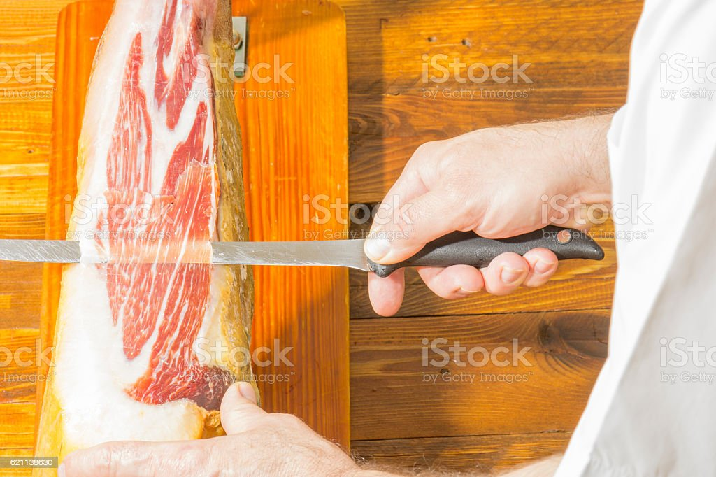 Persona cortando jambon photo libre de droits