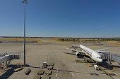 Perth Airport Boeing 777-212 9V-SRM