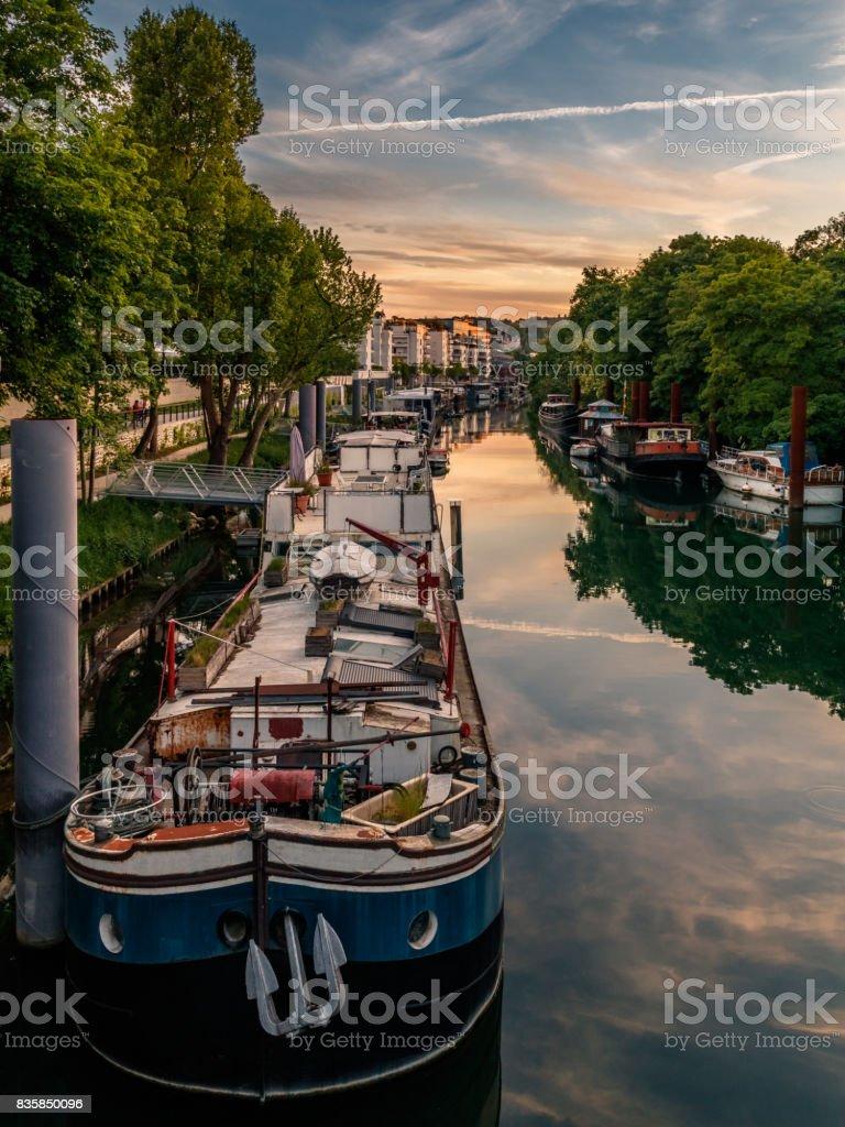 Petit bras de Seine en face de l'Île Saint-Germain à Issy-Les-moulineaux stock photo
