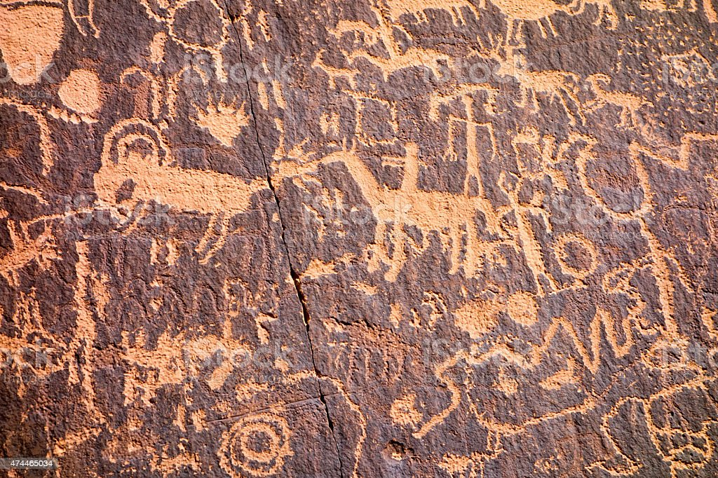 Petroglyphs at Newspaper Rock State Historic Monument in Utah Un stock photo