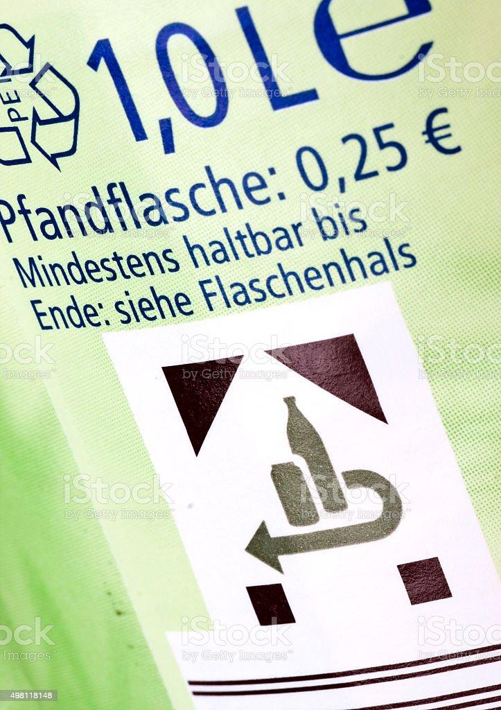 Pflandzeichen auf einer PET-Flasche stock photo