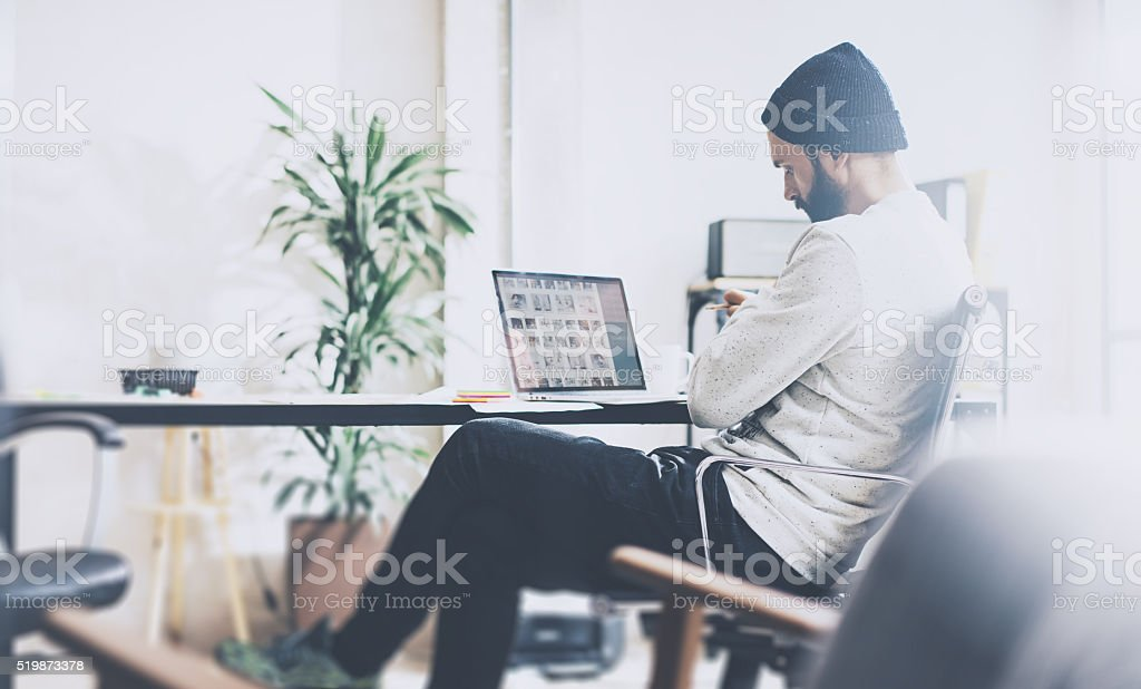 Photo bearded account director working with new project modern studio stock photo
