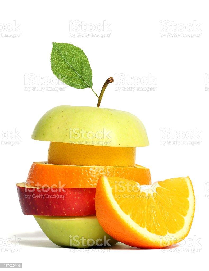 Photo fresh mixed fruit slices against white background royalty-free stock photo