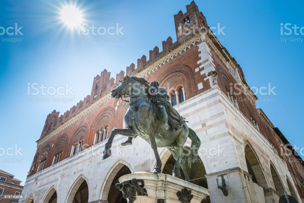 Piacenza, medieval town, Italy. Piazza Cavalli (Square horses), equestrian monument at Ranuccio I Farnese (XVII century), in the background the palazzo Gotico (Gothic palace) in the city center stock photo