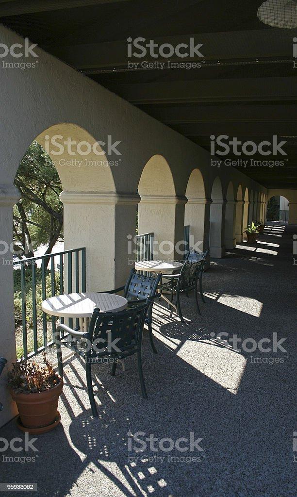 Des tables de pique-nique photo libre de droits