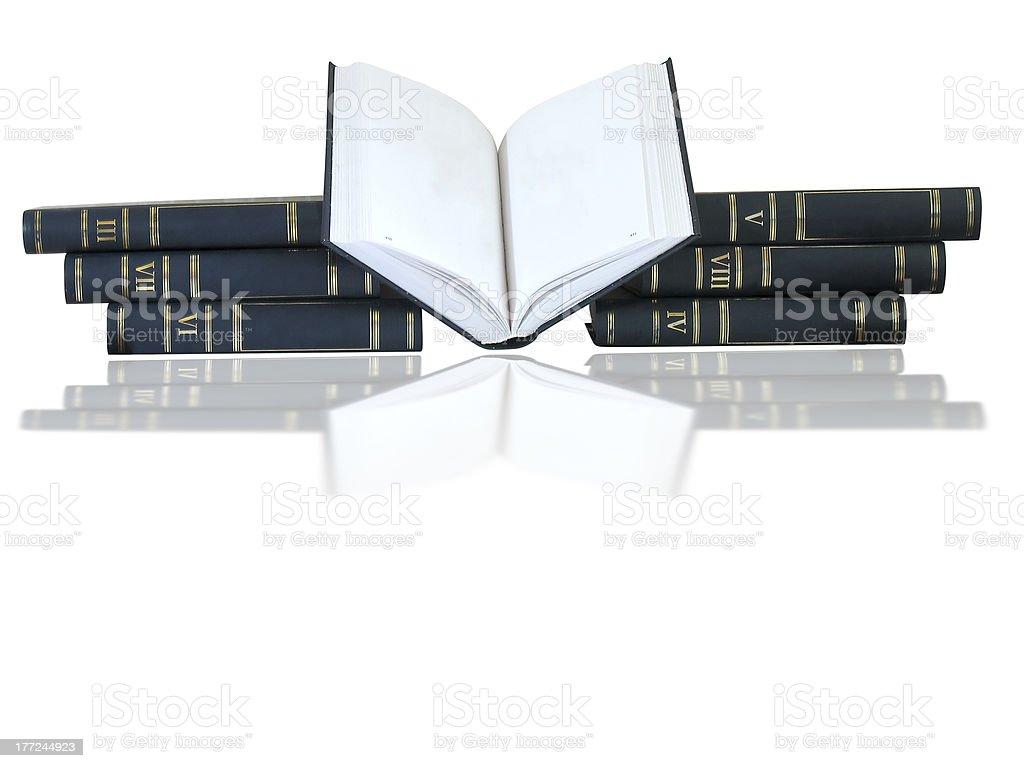 Pilha de livros e abriu um isolado em fundo branco foto de stock royalty-free