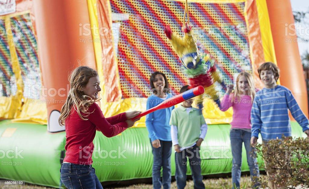 aos aos aos actividad columpiarse piata en fiesta de cumpleaos para nios