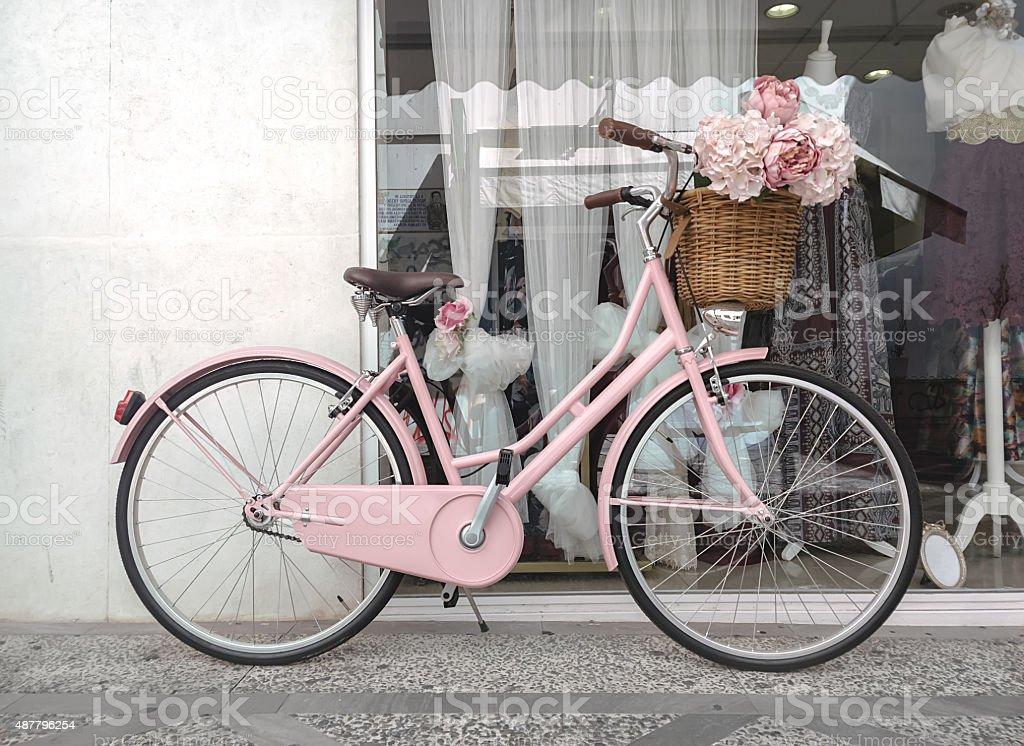 Rosa bicicleta decorados para casamentos foto royalty-free