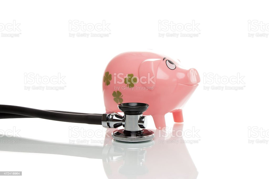 Rosa Sparschwein mit Stethoskop stock photo