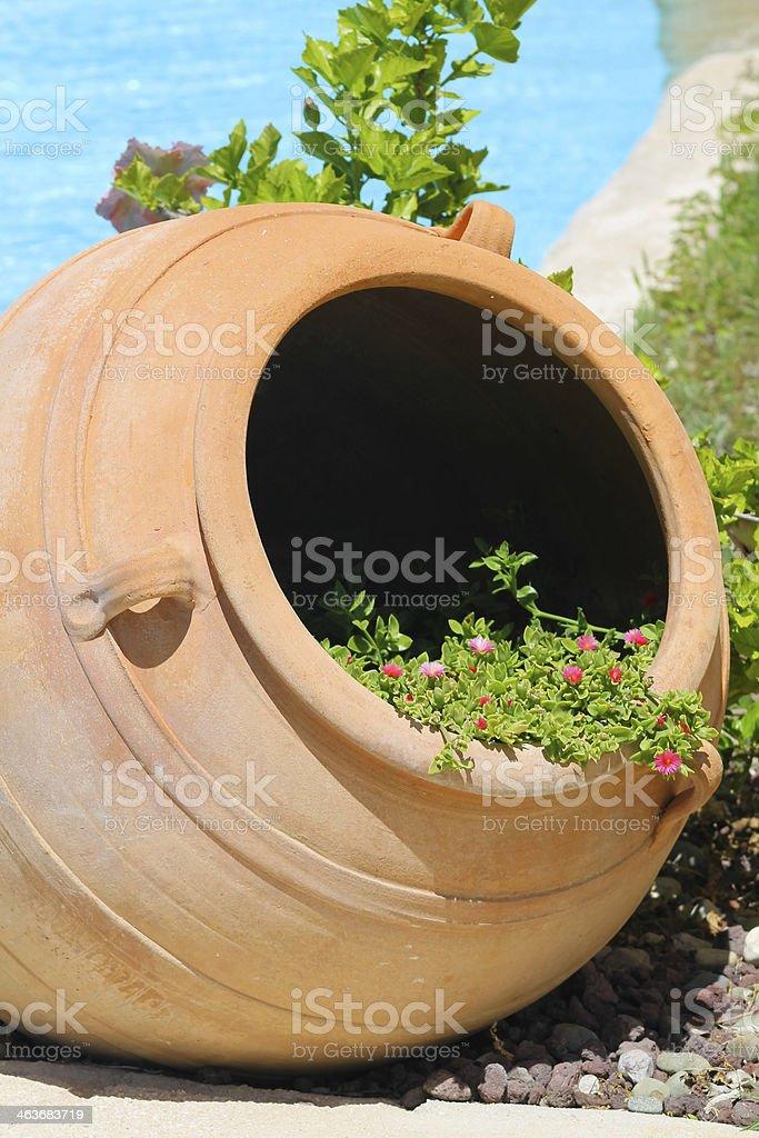 Lanzador de clay con flores foto de stock libre de derechos