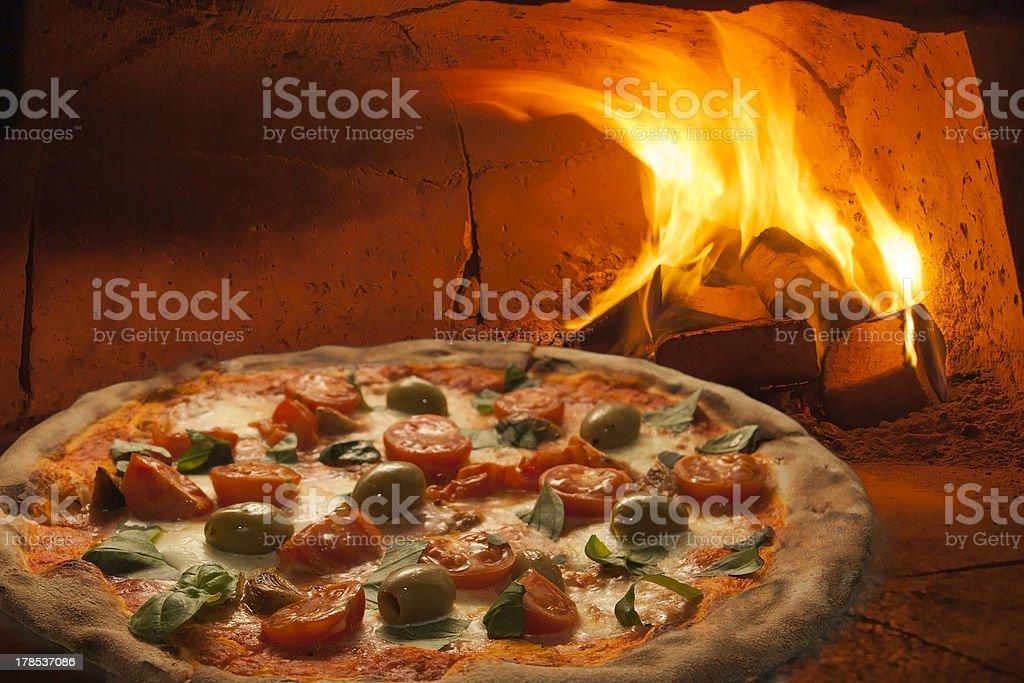 pizza  z pieca płonącego drewna. stock photo