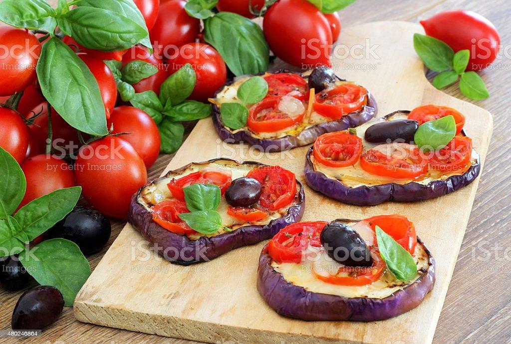 pizzette di melanzane grigliate stock photo