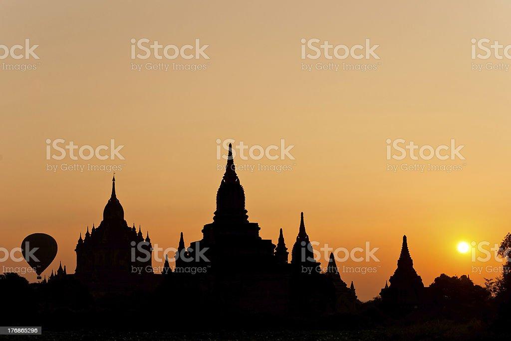 (von Bagan bei Sonnenuntergang, Myanmar. – Foto