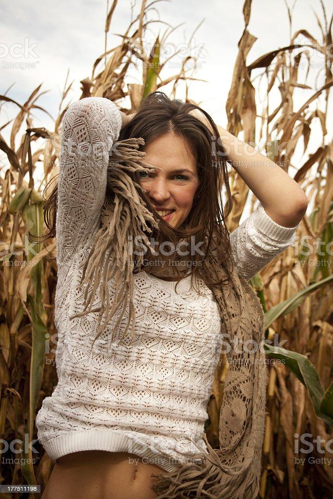 플레이풀 키런 왜고너의 여자 즐기면서 추절 가을맞이 royalty-free 스톡 사진