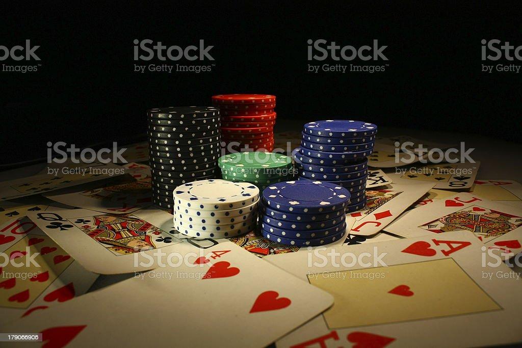 poker chips mit spielkarten royalty-free stock photo