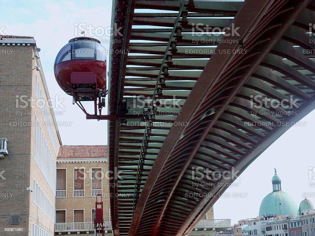 Ponte della Costituzione e ovovia stock photo