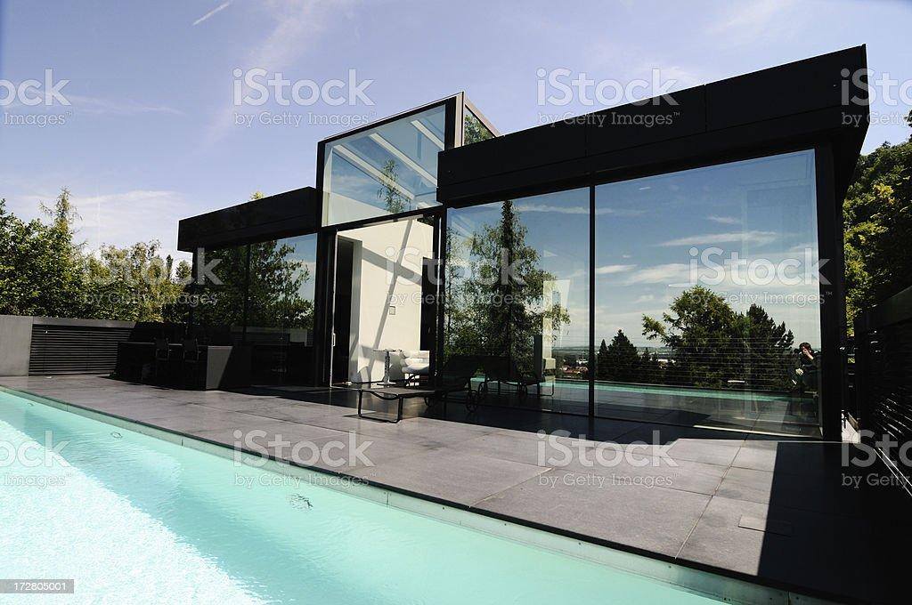 Einfamilienhaus luxus  Luxus Einfamilienhaus Glas - Bilder und Stockfotos - iStock
