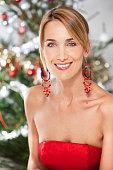 portrait de femme souriant à Noël