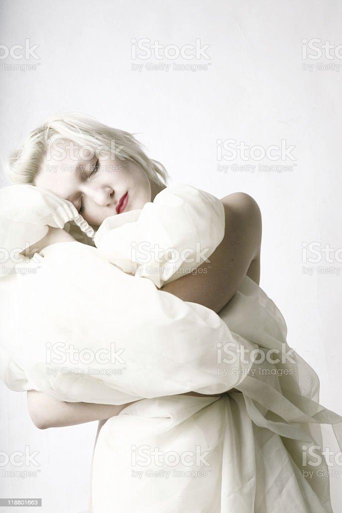 Retrato de una mujer de belleza dormitorio foto de stock libre de derechos