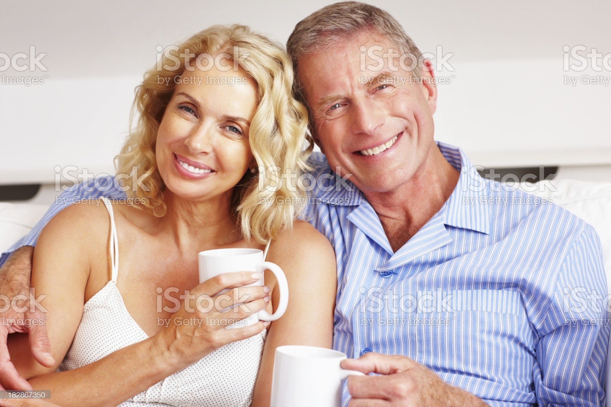 Portrait of a smiling happy couple with coffee cups royalty-free stock photo