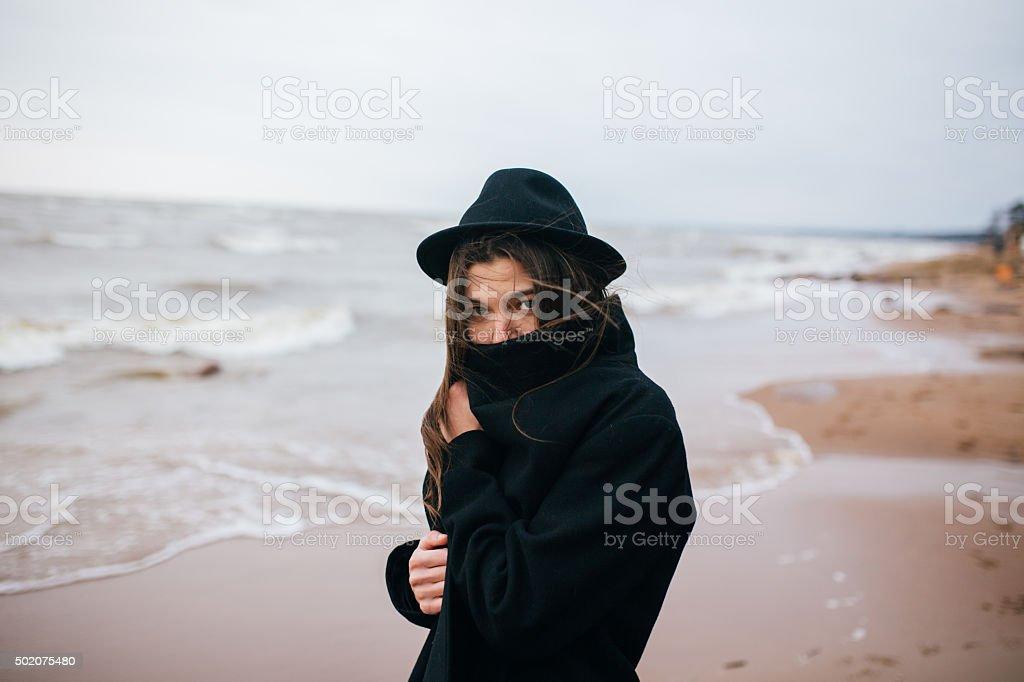 Retrato de un joven en un sombrero foto de stock libre de derechos