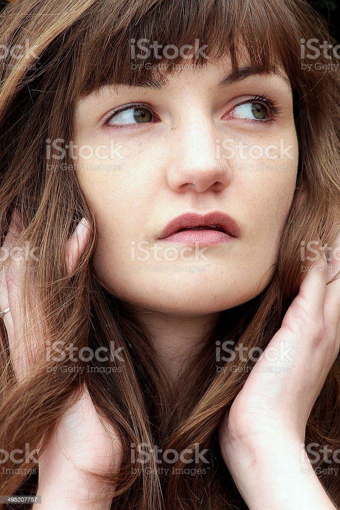 Ritratto di una giovane donna foto stock royalty-free