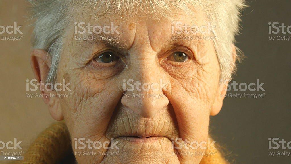 Retrato de una mujer. Primer plano foto de stock libre de derechos