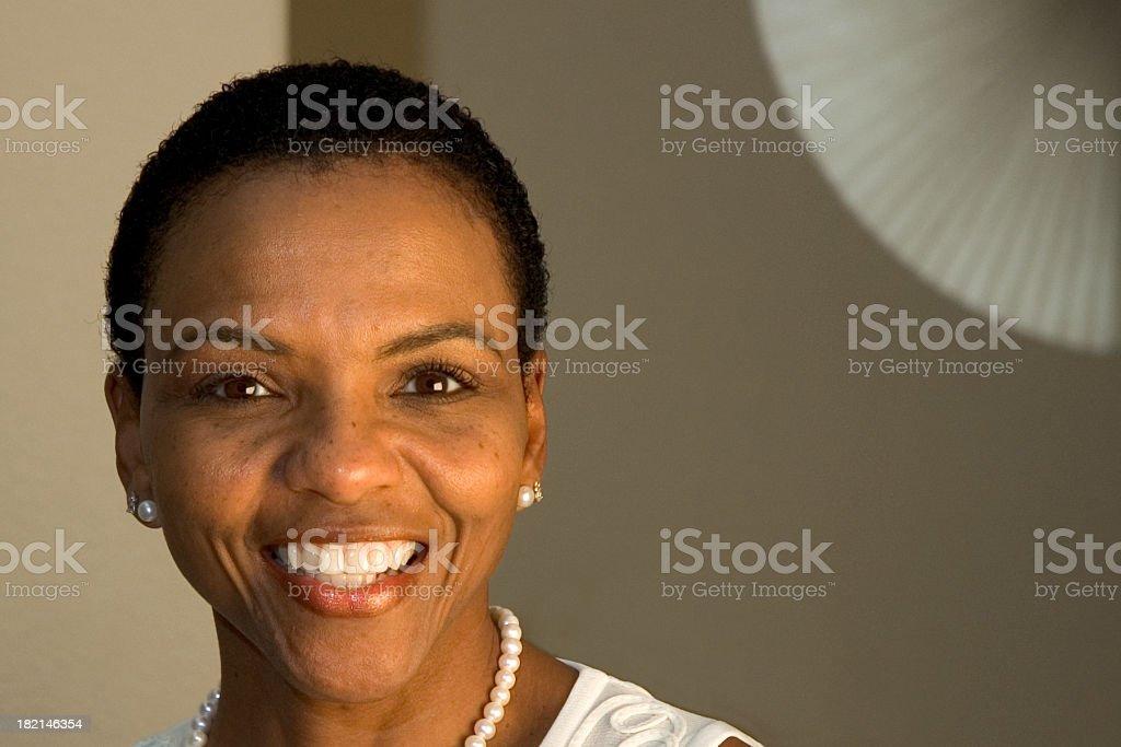 Bella donna afro-americana foto stock royalty-free