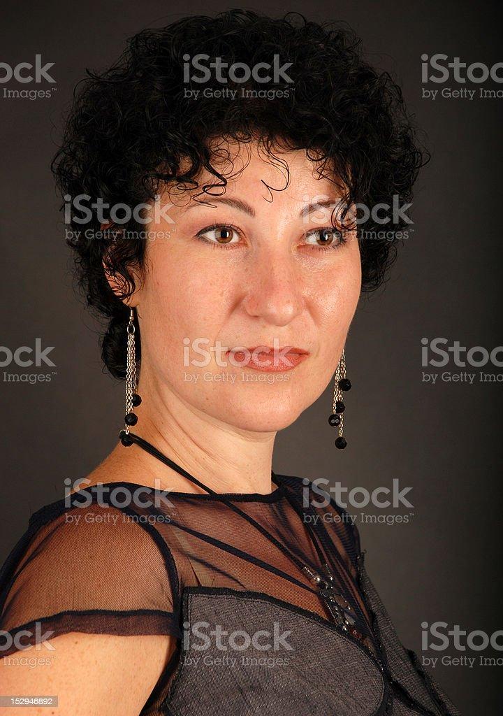 Portrait de jeune fille aux cheveux sombre photo libre de droits