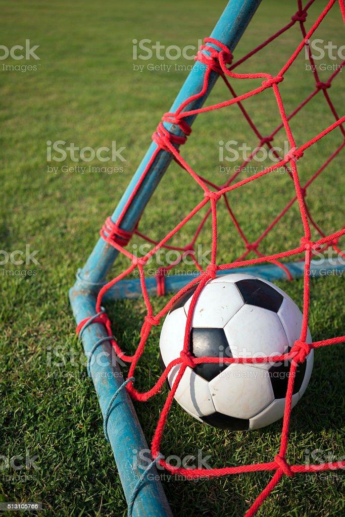 Porträt von Fußball in Rotes Ziel netto Lizenzfreies stock-foto