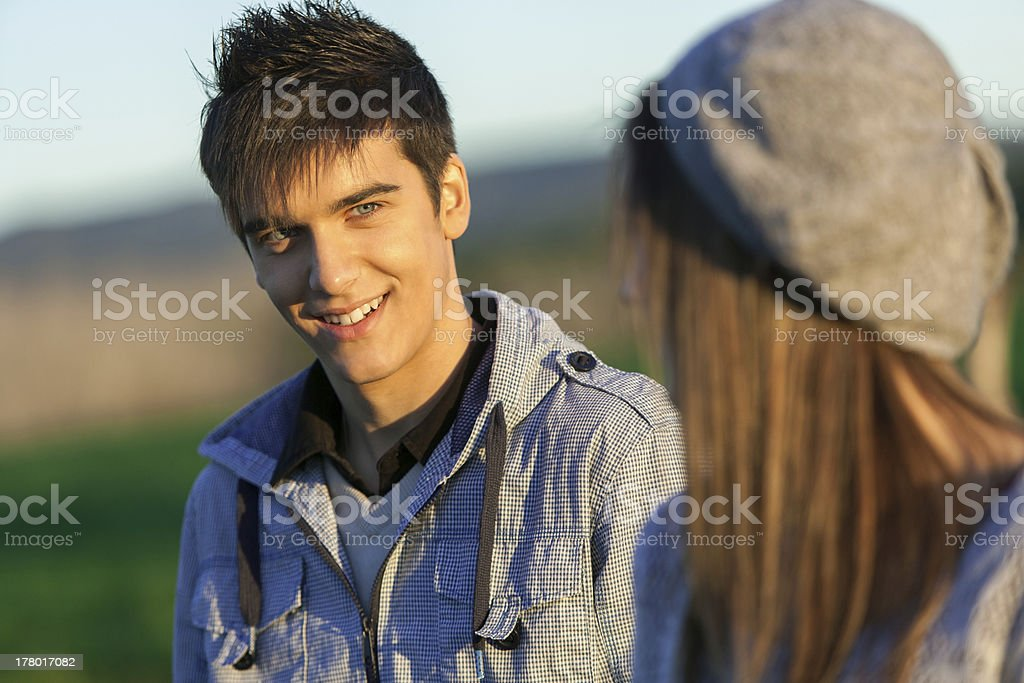 Portrait de l'élégant petit garçon de la campagne. photo libre de droits